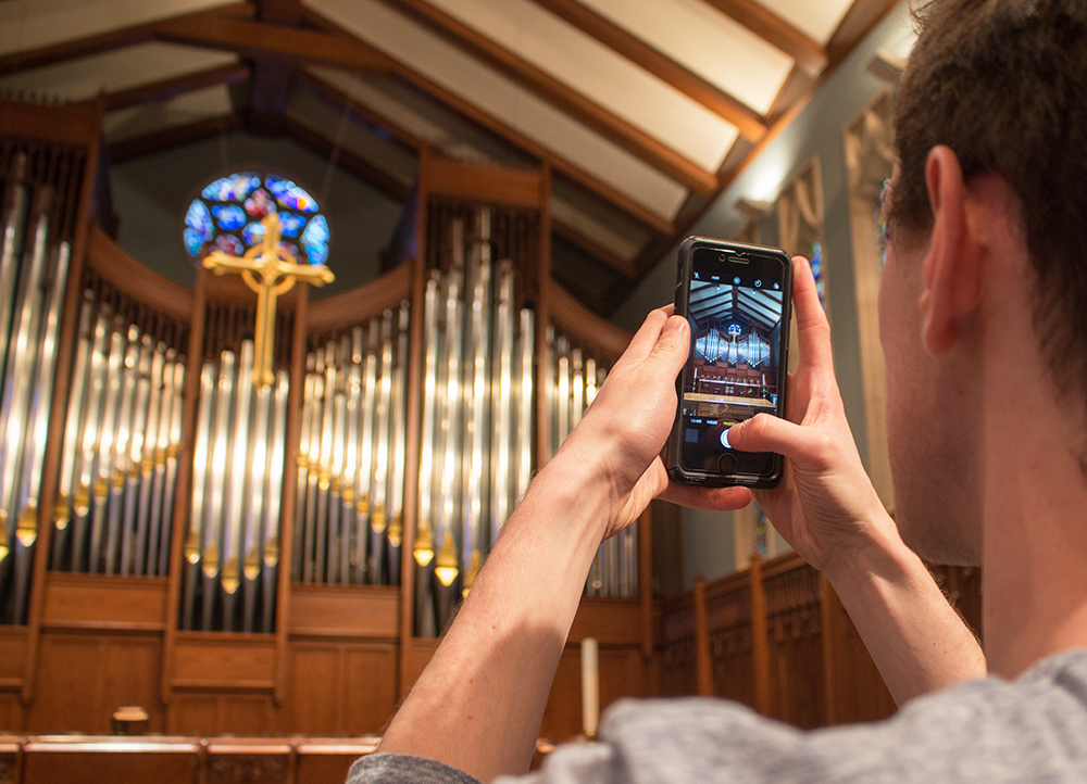 taking a photo of an organ