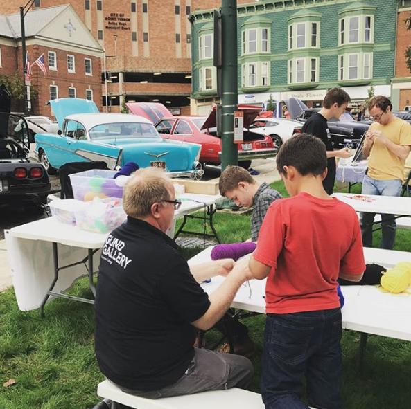 Gund Gallery staff help local children make crafts.